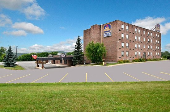 ‪BEST WESTERN Renfrew Inn & Conference Centre‬