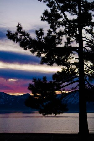 Howard Johnson Express Inn S. Lake Tahoe: golf course sunset view recommended by managers