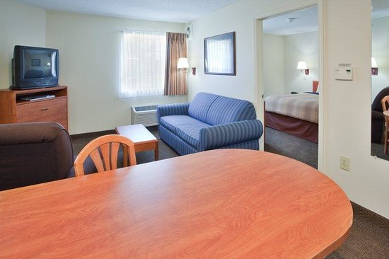 Candlewood Suites Newport News: Suite