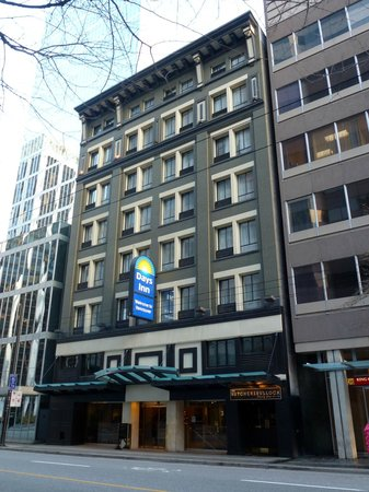 Days Inn Vancouver Downtown: The facade of the hotel on W. Pender Street
