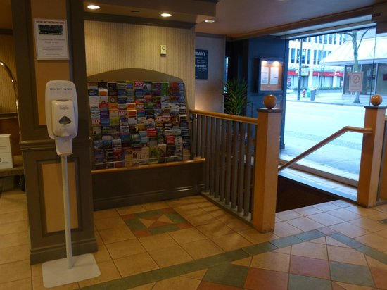 Days Inn Vancouver Downtown: Brochures at the lobby