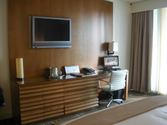 EPIC Hotel - a Kimpton Hotel: Desk in our room