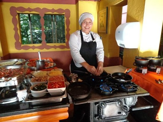 Barcelo San Jose Palacio:                   The best omelet maker!