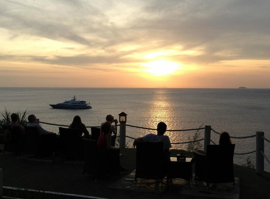 Holiday Inn Resort Phi Phi Island:                   Sunset from Sunet bar