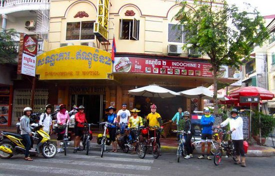 โรงแรมอินโดชีน 2: 11 of us outside Indochine2 before our ride to Vietnam.