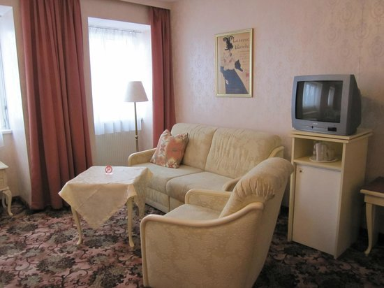 Pension Aviano: Sitzecke von gr. Doppelzimmer