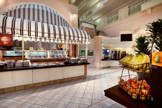 Embassy Suites by Hilton Hotel San Rafael - Marin County / Conference Center: Cooked To Order Breakfast