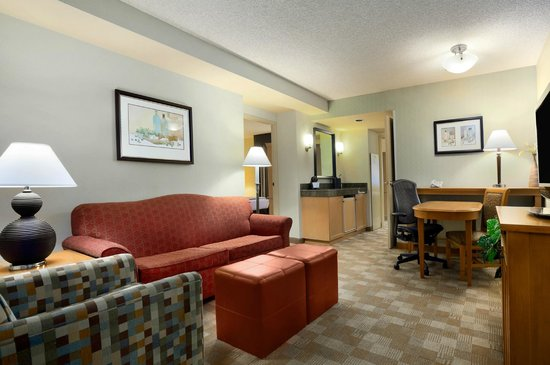 Embassy Suites by Hilton Hotel San Rafael - Marin County / Conference Center: Guestroom Living Space