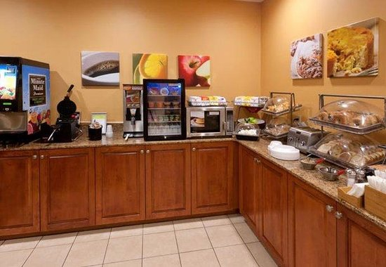 Fairfield Inn by Marriott Dothan: Breakfast Bar