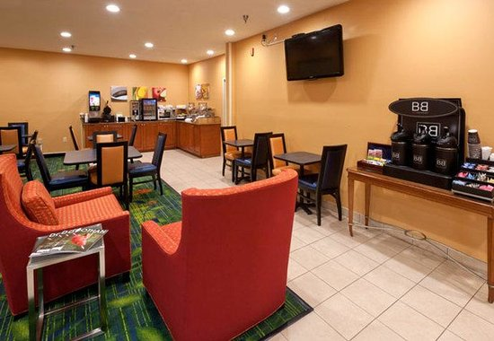 Fairfield Inn by Marriott Dothan: Breakfast Dining Area