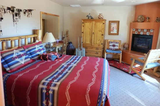 Adobe Hacienda Bed & Breakfast: Anasazi room