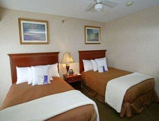 Hawthorn Suites by Wyndham Omaha, NE: 2 Double Bed Room