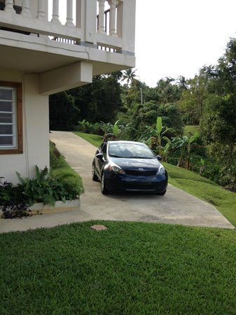 Villa Sevilla Guest House: Parking for Pablo's Place