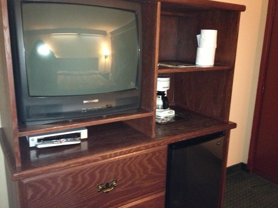 Econo Lodge Convention Center:                   Tv and refrigerator