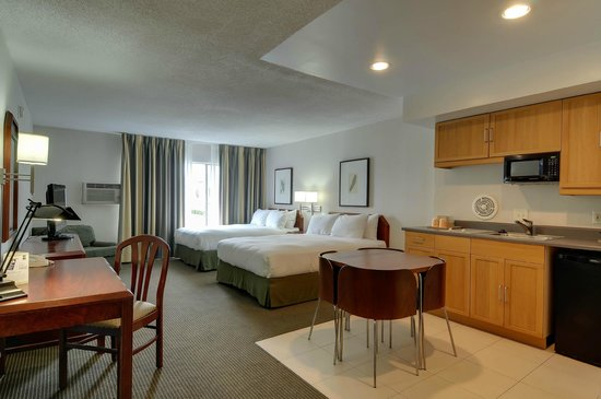 Vagabond Inn - San Diego Airport Marina: kitchen suite with 2 queen beds