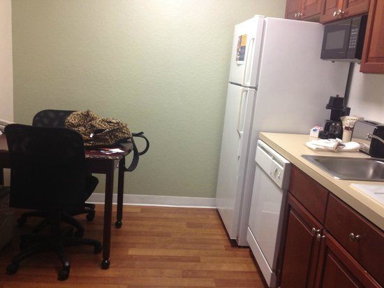 Extended Stay America - Orlando - Southpark - Commodity Circle : kitchen