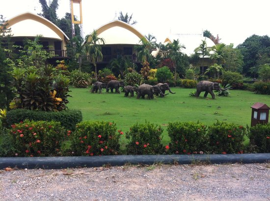 Arawan Krabi Beach Resort:                                     garden