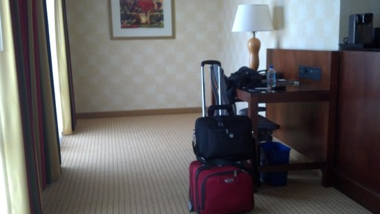 Sheraton Agoura Hills Hotel:                   room 437 has extra space for a fold up crib or just extra luggage space