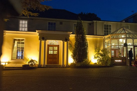 Gainsborough House Hotel:                                     Lovely Nightime View Of Hotel