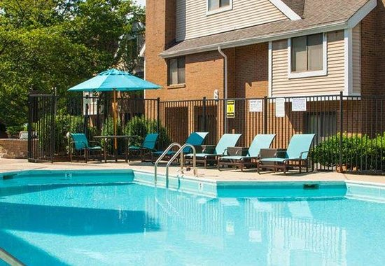 Residence Inn Tysons Corner: Outdoor Pool