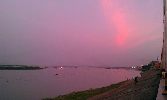 Mekong Imperial Boutique Guesthouse: Sunset view from the mekong rive & tonle sap river