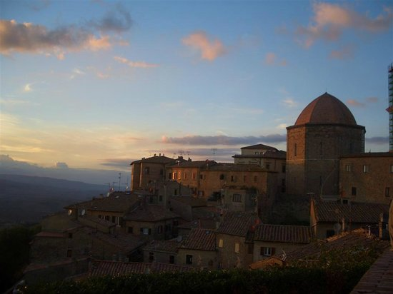 Camere Renzi:                   Sunset at Volterra