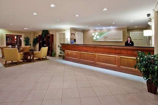 Holiday Inn Cartersville: Hotel Lobby
