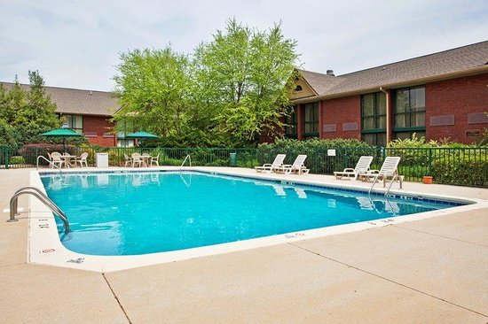 Holiday Inn Cartersville: Swimming Pool