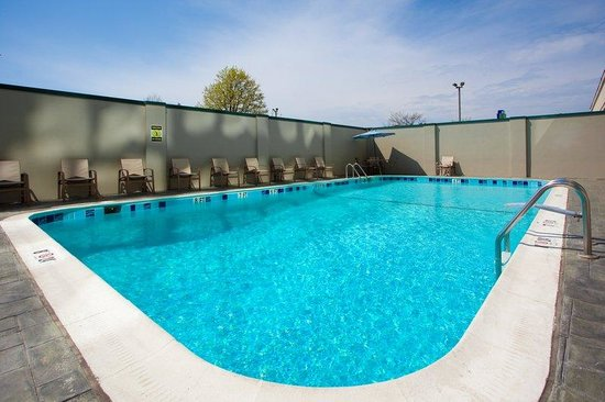 Holiday Inn Express Washington DC SW-Springfield: Swimming Pool