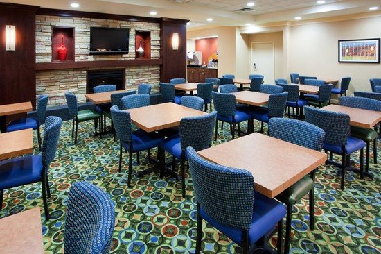 Holiday Inn Express Washington DC SW-Springfield: Breakfast Area
