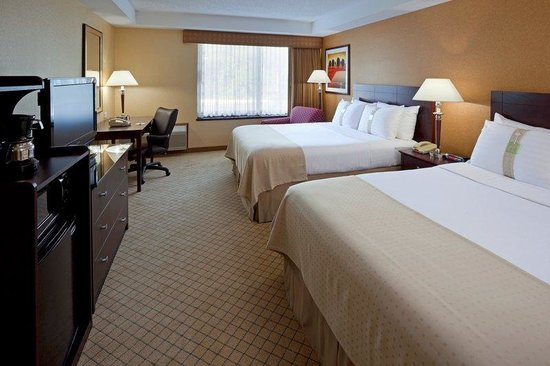 Orangeburg, tat de New York : Spacious rooms with sumptuous bedding. 
