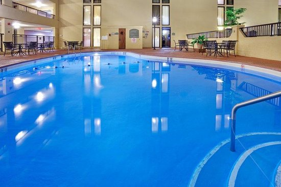 Morgantown, PA: Heated Indoor Pool