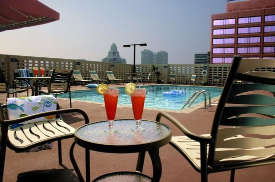 Wyndham Philadelphia Historic District: Outdoor Pool