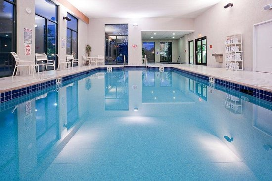 Holiday Inn Express Madison: Swimming Pool depth: 3.0 feet to 4.9 feet
