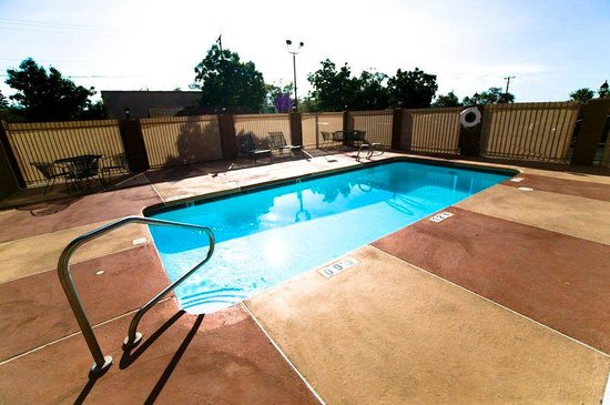 Holiday Inn Express Santa Fe Swimming Pool