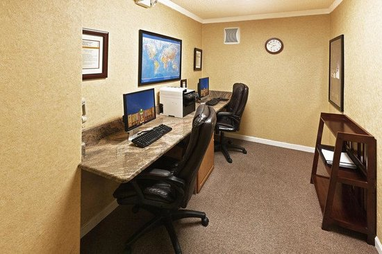 Holiday Inn Express: Business Center