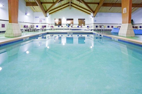 Holiday Inn Conference Center Marshfield: Swimming Pool