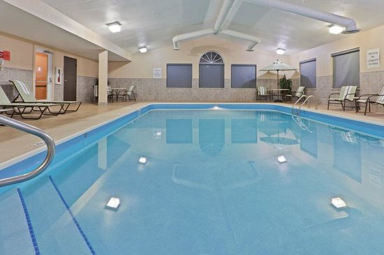 Holiday Inn Express Ashtabula-Geneva: Take a dip in our Pool.