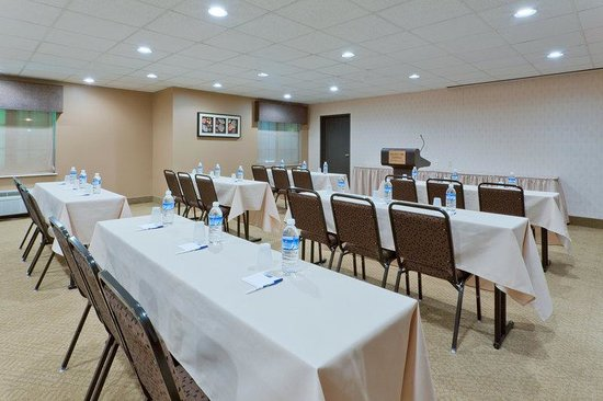 Holiday Inn Express Ashtabula-Geneva: Our versatile meeting room can accomodate up to 49 people.
