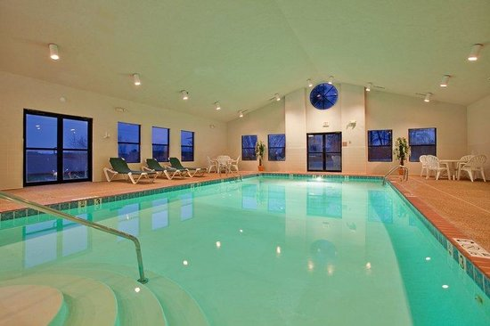 Holiday Inn Express Batesville: Swimming Pool
