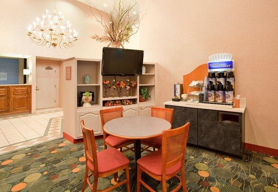 Holiday Inn Express Batesville: Breakfast Area