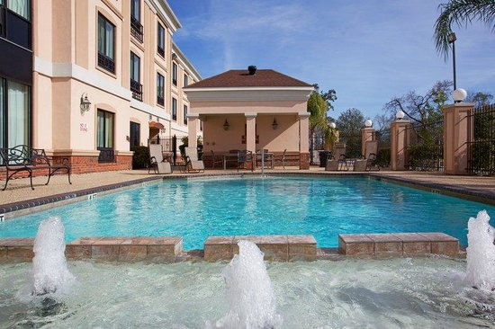 Holiday Inn Express Houston East: Enjoy a sunny day by the Swimming Pool