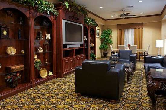 Holiday Inn Express Houston East: Watch your favorite television shows in the Guest Lounge