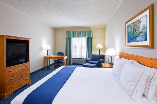Holiday Inn Express Breezewood : King Bed Guest Room
