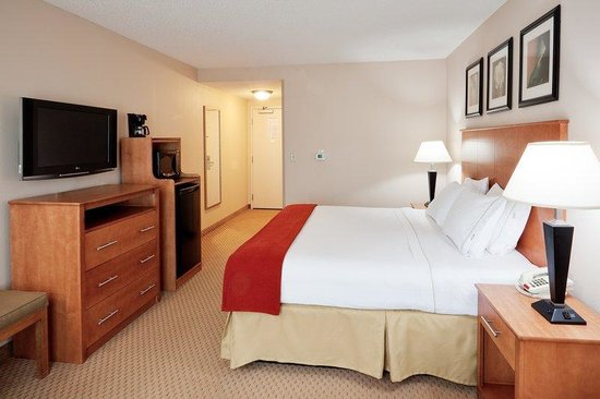 Holiday Inn Express Hotel & Suites Bethlehem: King Bed Guest Room