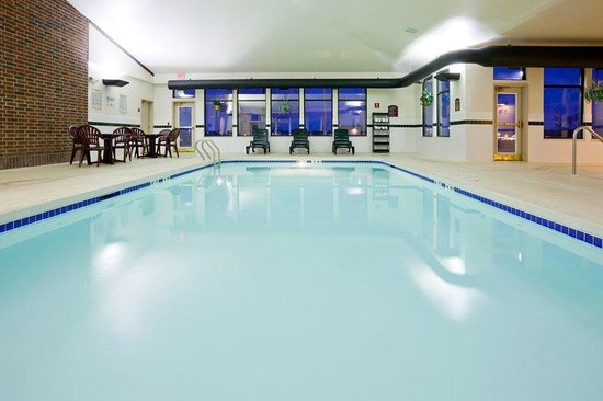 Holiday Inn Express Fort Atkinson: Swimming Pool