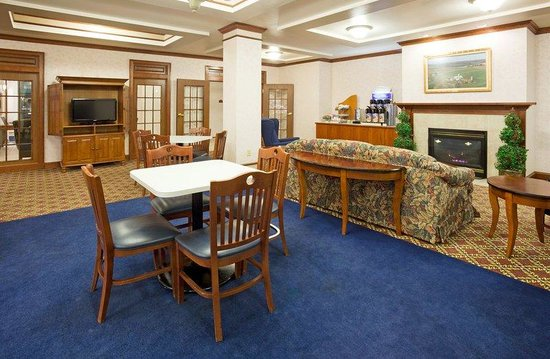Holiday Inn Express Fort Atkinson: Breakfast Area