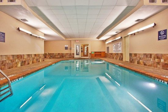 Holiday Inn Express &amp; Suites: Swimming Pool