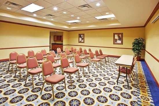 Holiday Inn Express &amp; Suites: Meeting Room