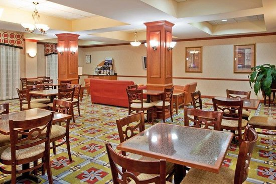 Holiday Inn Express &amp; Suites: Breakfast Area